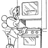 Mickey Mouse, Mickey Mouse Cooking A Cake Coloring Page: Mickey Mouse Cooking a Cake Coloring Page